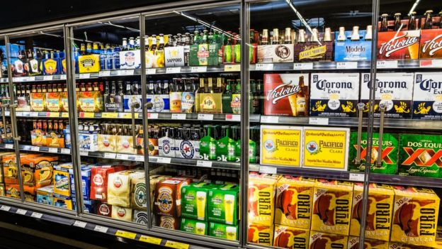 Cerveza en supermercado.