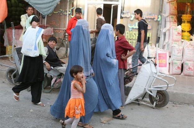 Mujeres afganas con burka en Kabul, Afganistán, 2008