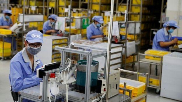 Empleados en una fábrica de China