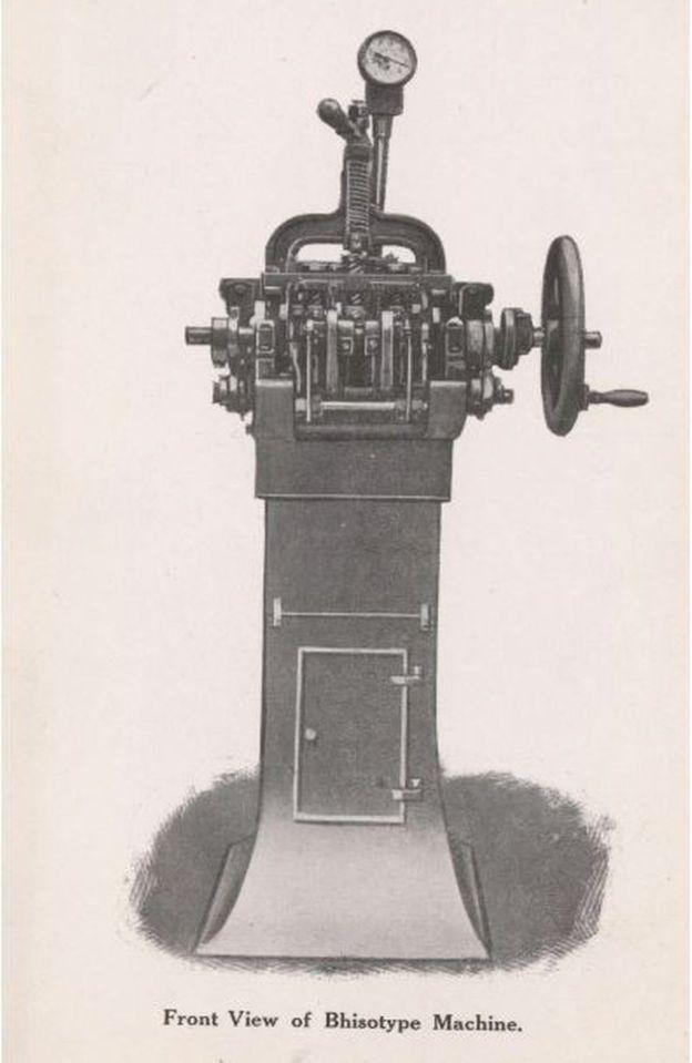 در اوایل دهه بیست سالگی طراحی یک رشته از ابزارهای کوچک مکانیکی و ماشین را شروع کرد