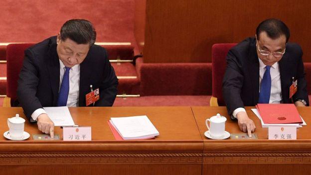 Chủ tịch Trung Quốc Tập Cận Bình, Thủ tướng Lý Khắc Cường bấm nút bỏ phiếu về luật an ninh Hong Kong ngày 28/5 tại Bắc Kinh