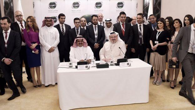 Kaşıkçı 11 Şubat 2015'te Bahreyn'de açılan ve Suudi Prens El-Velid bin Talal'in finanse ettiği Al-Arab kanalında yer almış, kanal açıldıktan 11 saat sonra Bahreynli Şii muhalif bir din adamıyla söyleşi yapması nedeniyle kapatılmıştı