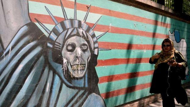 Улица в Тегеране, граффити