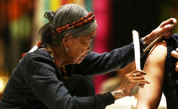 Anger Over A 100 Year Old Tribal Artist At A Tattoo Show Bbc News