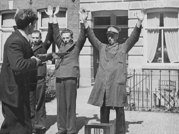 Captura de colaboradores de los nazis en los Países Bajos, en 1945.