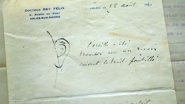 A parte superior da carta do médico Félix Rey com o desenho da orelha e uma linha pontilhada onde ela foi cortada