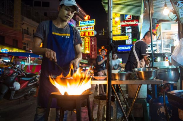 Picture of a Thai street hawker in Bangkok