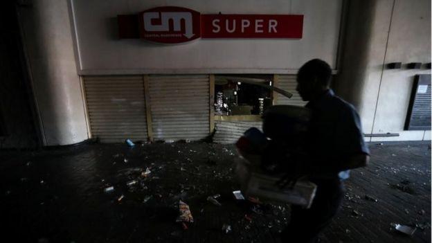 加拉加斯遭到抢劫的一家超市