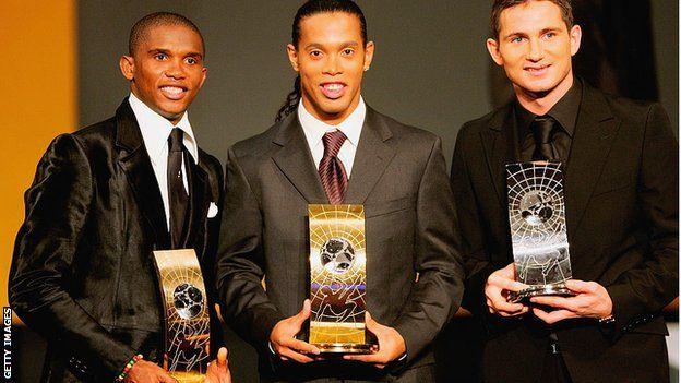Samuel Eto'o (à gauche), Ronaldinho (au centre) et Frank Lampard (à droite)