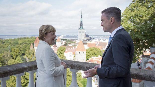 Angela Merkel y Taavi Rõivas en una visita oficial en Tallin, la capital, en 2016.