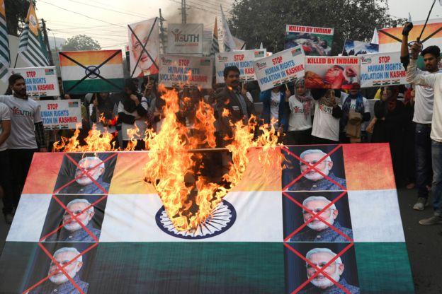 मोदीको दल भाजपाले आफ्नो घोषणापत्रमा कश्मीरलाई विशेष हैसियत दिने धारा ३७० खारेज गरिने उल्लेख गरेको थियो