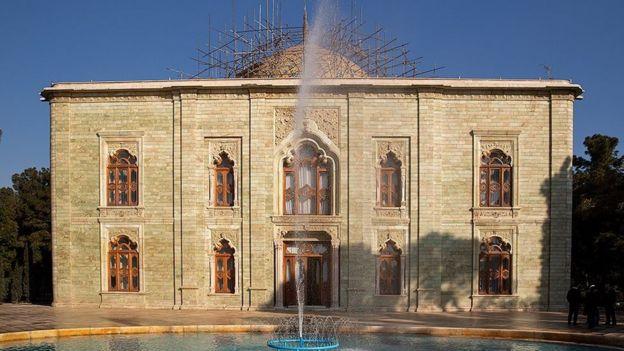 کاخ مرمر به دستور رضاشاه پهلوی ساخته شده بود از آثار ملی ایران به شمار میآید و پس از انقلاب مدتی محل استقرار کمیته انقلاب اسلامی بود
