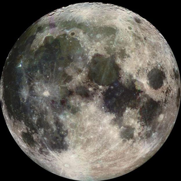 Imagen de la Luna tomada por la sonda Galileo camino a Júpiter en 1992