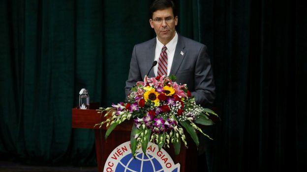 Bộ trưởng quốc phòng Mỹ tại Học viện Ngoại giao ở Hà Nội ngày 20/11