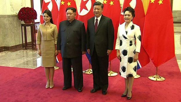 Kim Jong-un y Xi Jinping con sus respectivas esposas