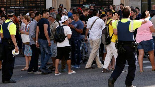 Policía pide a la gente que abandone la zona del incidente