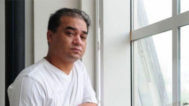 """2014年当局以 """"分裂国家""""罪正式逮捕了伊力哈木,同年伊力哈木被新疆乌鲁木齐市中级法院判无期徒刑。"""