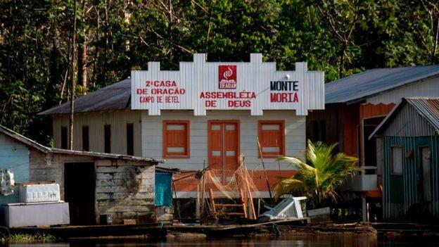 Iglesia evangélica en la Amazonía brasileña