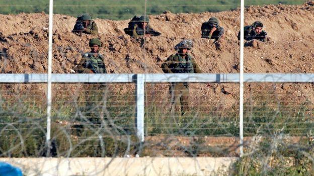 Francotiradores desplegados en la frontera de Gaza