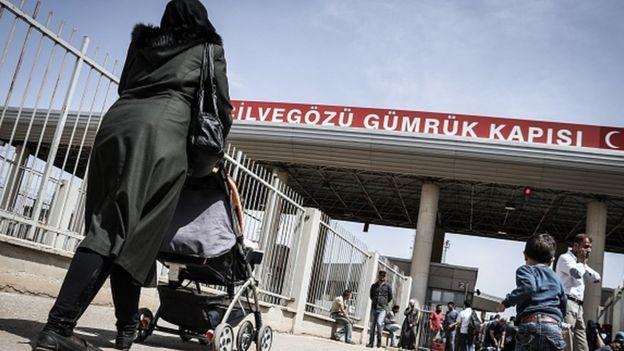 Nur Fatihah ve çocukları Cilvegözü Sınır Kapısı'nda MİT yetkilileri tarafından teslim alındı