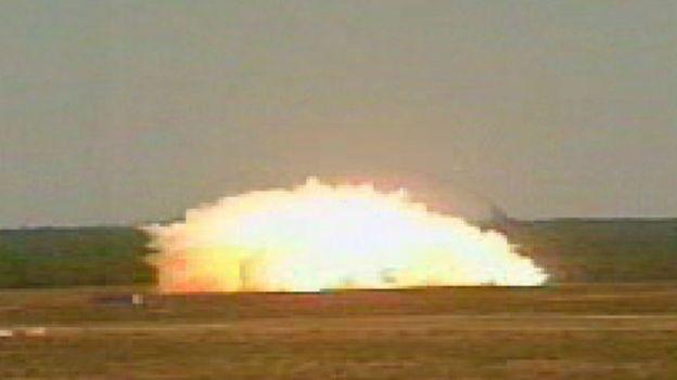Foto de archivo de una prueba de la bomba GBU-43/B MOAB