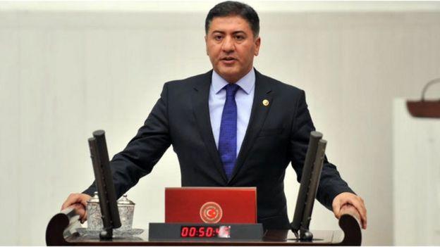CHP Ankara Milletvekili Murat Emir, OHAL sonrası atanamayan doktorlara ilişkin Haziran ayında Sağlık Bakanı Recep Akdağ'ın yanıtlaması istemiyle soru önergesi verdi.