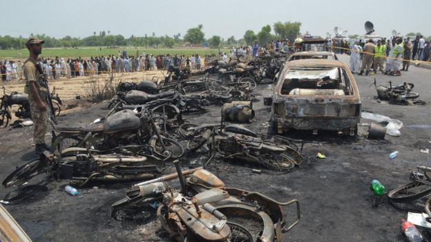 The scene of the fire near the Pakistani city of Ahmedpur East, 25 June
