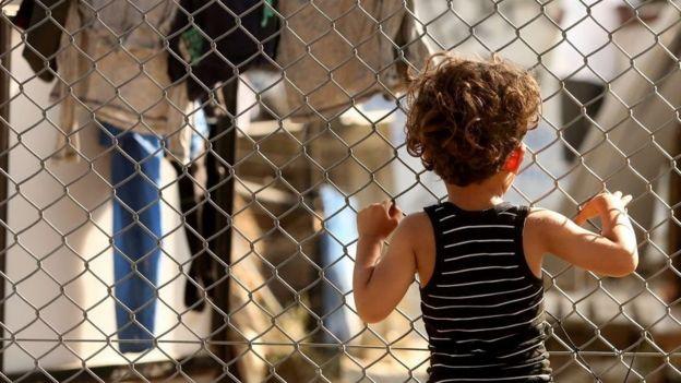 Niño refugiado en la isla griega de Lesbos.