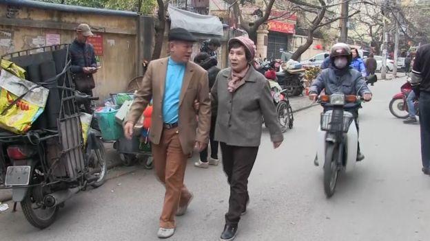 Ông Phạm Ngọc Cảnh và bà Lý Vĩnh Hỷ giờ đây sống tại phố Thành Công, Hà Nội