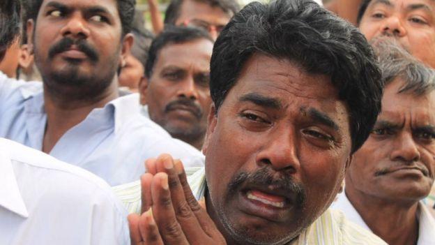 கருணாநிதி உடலுக்கு முதலமைச்சர் எடப்பாடி பழனிசாமி அஞ்சலி