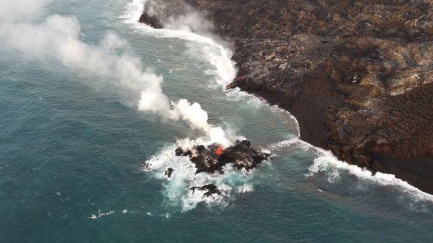 pequena ilha formada por lava, no Havaí