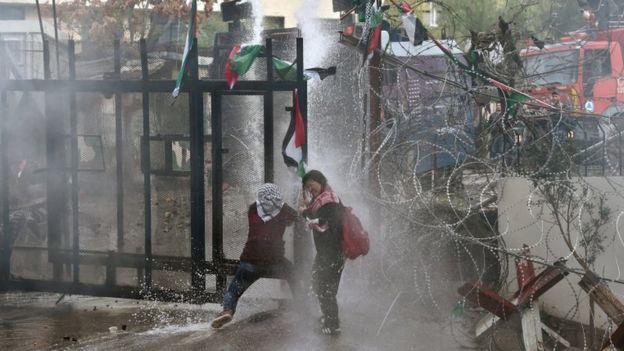В Бейруте атакуют посольство США. Причина - признание Иерусалима