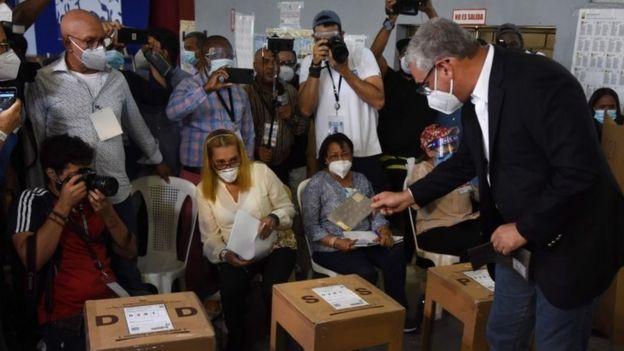 Gonzalo Castillo casts his vote in Santo Domingo, on July 5, 2020