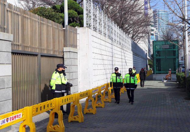 Policías en Japón.