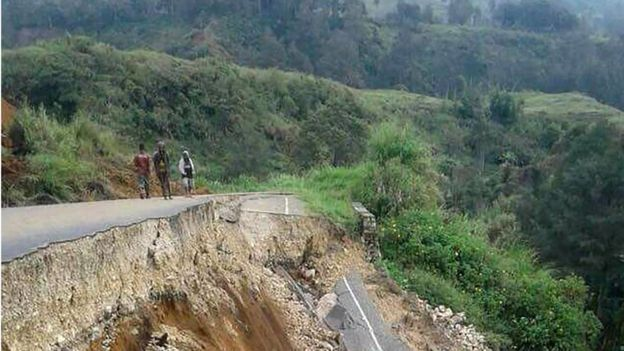 Damage on a road near Mendi, PNG (27 Feb 2018)