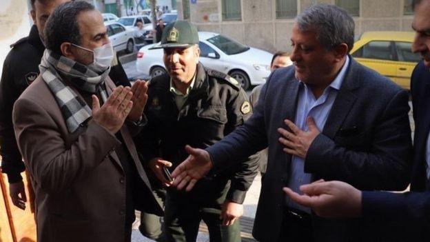 محسن هاشمی، رئیس شورای شهر تهران و مرتضی رحمانزاده، شهردار منطقه ۱۳ تهران که ابتلای وی به ویروس کرونا تایید شد