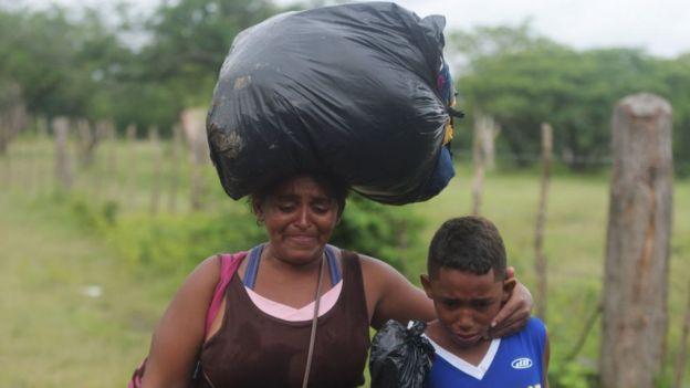 Mujer y niño hondureño