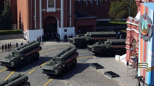 Moskova'da Kızıl Meydan'daki askeri geçit töreninde S-400'ler