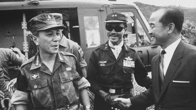 Tướng Nguyễn Văn Thiệu và Tướng Nguyễn Cao Kỳ năm 1966