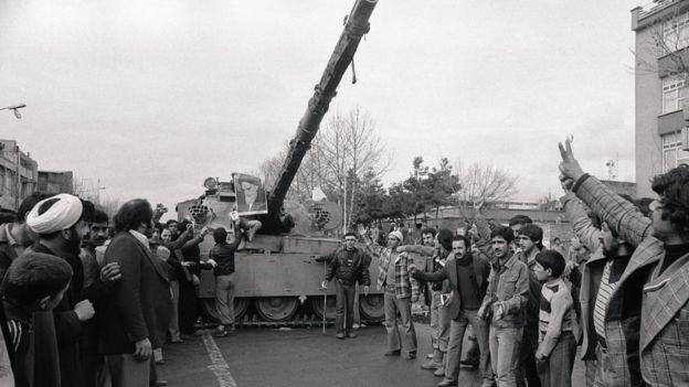تا پیش از انقلاب تعدادی از این تانکها به ایران تحویل داده شد. در تصویر یکی از این تانکها که توسط ارتش شاهنشاهی برای مقابله با معترضین به خیابان آورده شده، در جریان انقلاب سال ۵۷ دیده میشود