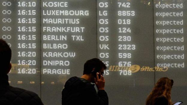 يقول باحثون إن حيلة التشتيت تنسحب على شتى المبيعات، من رحلات الطيران إلى المشروبات الغازية