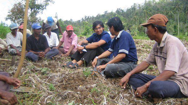 Aldi Haryopratomo chatting to Indonesian farmers