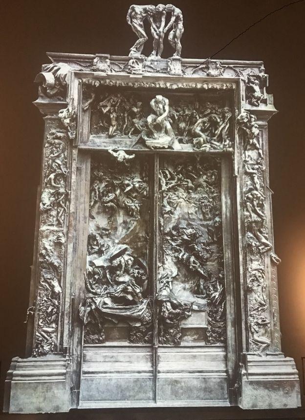 عرض لبوابة الجحيم التي ظل رودان يعمل عليها نحو 37 عاما