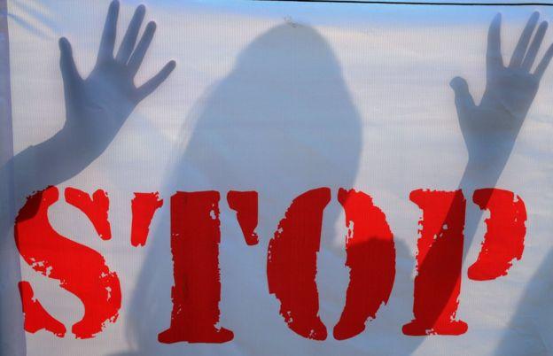 Çocuk istismarı karşıtı kampanya afişi