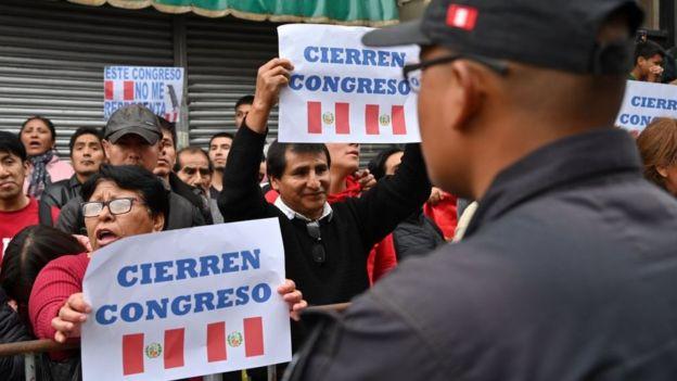 Protestas ante Congreso de Peru