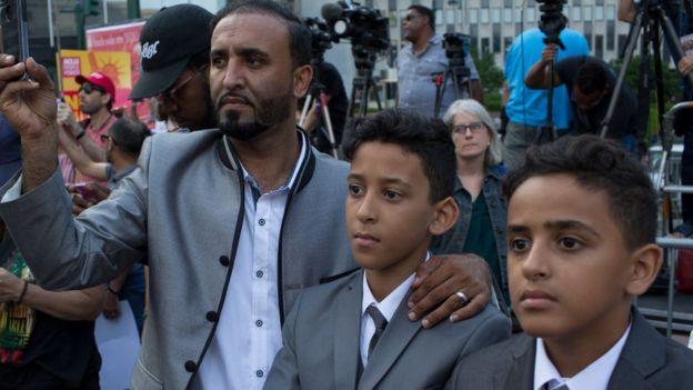 Musulmanes participan en una protesta en EE.UU. contra el veto a migrantes musulmanes