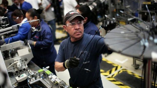 Factoría de autos en México.