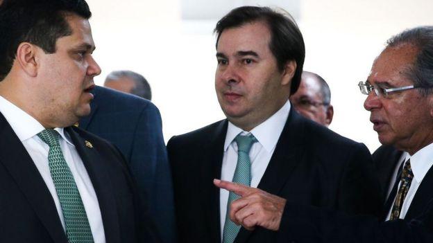 Davi Alcolumbre, Rodrigo Maia e Paulo Guedes logo após entrega do PL 3.887 ao Congresso