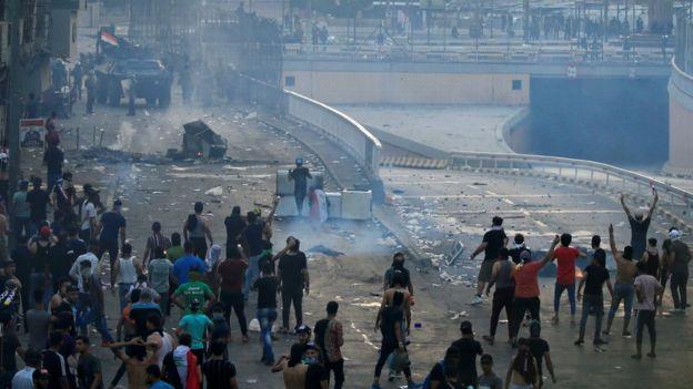 Bağdat'ta hükümet binalarının olduğu Yeşil Bölge'ye açılan köprüler güvenlik güçleri tarafından kapatıldı.