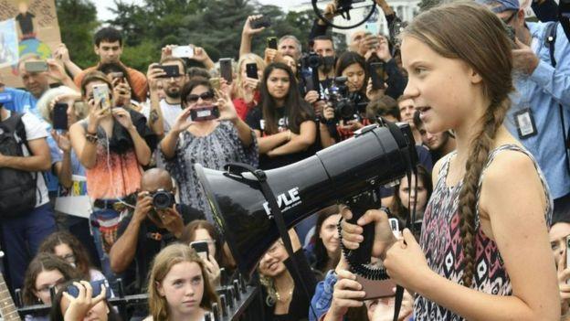 La activista ambiental sueca Greta Thunberg habla en una protesta climática afuera de la Casa Blanca, en Washington DC, en septiembre de 2019.